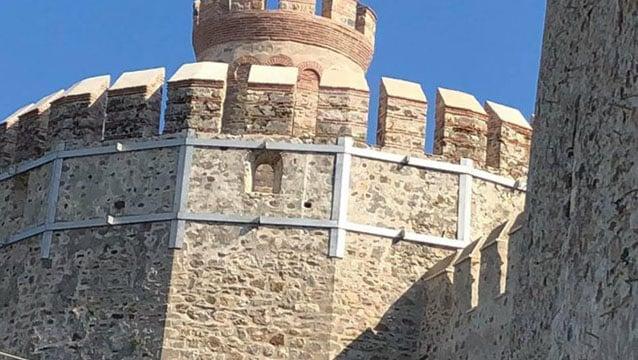 1500 yıllık kaleye PVC pencere mi takıldı?