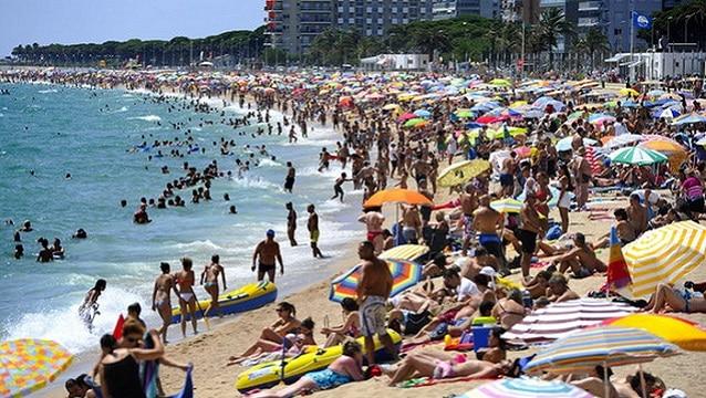 Antalya paket tur pazarı ilk yarıda % 43 büyüdü
