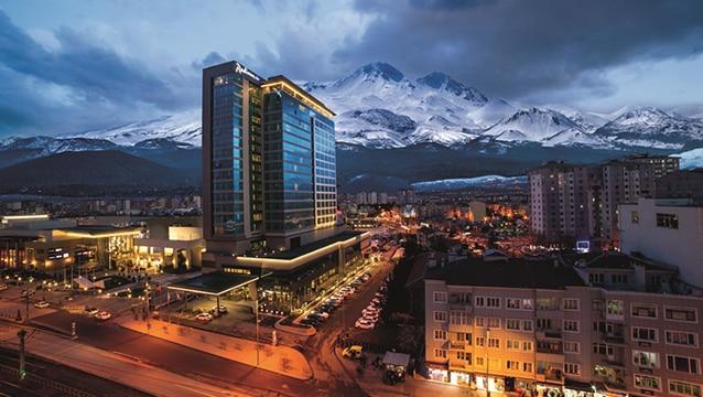 Rusya ve Ukrayna, kayak sezonunda Erciyes'i tercih ediyor