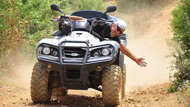 Motoruyla birlikte uçurumdan düşen safari rehberi hayatını kaybetti