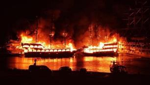 Alanyada iki tur teknesi yandı