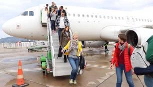 İlk uçuşunda 189 turist getirdi