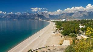 Antalya 2 milyon turisti geçti