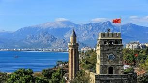Antalya'nın turist kaybı sürüyor