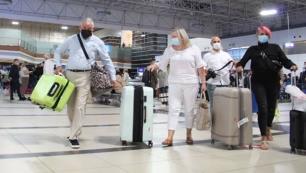 Antalyaya ilk uçak 90 turist getirdi
