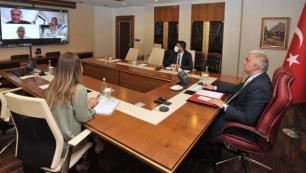 Bakan Ersoy TUİ yöneticileriyle konuştu