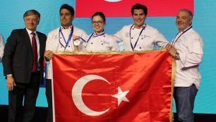 Bilgi'li öğrenciler Şili'den altın madalyayla döndü