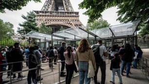 Eyfel Kulesi 9 ay sonra ziyarete açıldı