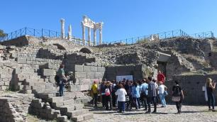 İzmirde kruvaziyer durmasına rağmen turist sayısı yüzde 10.8 arttı
