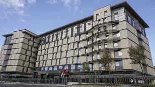 İstanbuldaki iki otelini 93 milyon Euroya Katarlılara sattı