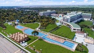 Misafirler dönmek istemedi Antalyanın açık kalan tek 5 yıldızlı oteli oldu