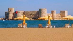 O plajda şezlong ve şemsiye ücreti 20 lira olacak