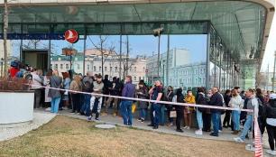 Rusyada THY ofisi önünde büyük kuyruk!