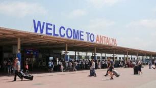 Testleri ve aşıları yok 30 uçakla Antalyaya geldiler