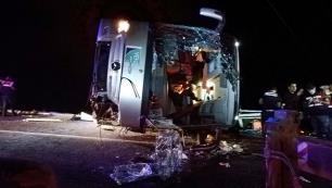 Antalyada tur otobüsü devrildi… 1 ölü, 6 ağır yaralı var