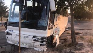 Tur otobüsü kaza yaptı: 2 yaralı