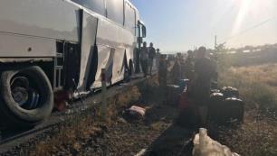 Tur otobüsü şoförünün manevrası faciayı önledi