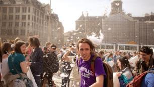 Turist sayısını azaltmak için yabancılara esrar satışını yasaklayacak
