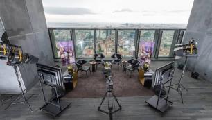 """Türkiye'nin ilk açık hava stüdyosu """"Studio Sky"""" Fairmont Quasar Istanbul'da hizmete açıldı"""