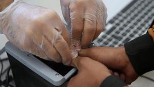 Ülkede 30 günden fazla kalan yabancılardan parmak izi alacak