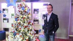 Yılbaşı ağacını iyilik ağacına dönüştürdü