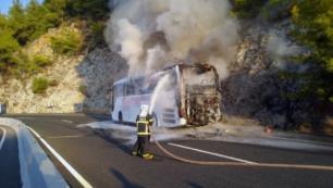 Yolcu otobüsünde yangın paniği!