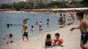 Yunanistan plajlarında büyük izdiham!